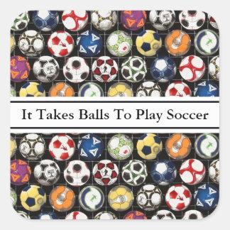 Sticker Carré Il prend des boules pour jouer au football