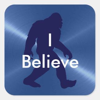 """Sticker Carré 'Je crois"""" l'autocollant bleu et noir de Bigfoot"""