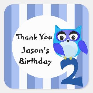 Sticker Carré L'anniversaire bleu de hibou d'imaginaire mignon