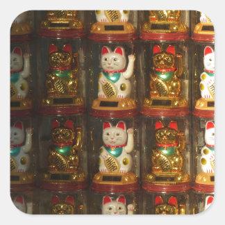 Sticker Carré Maneki-neko, Winke-Glueckskatzen, Winkekatze