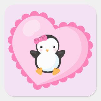 Sticker Carré Pingouin mignon de fille au grand coeur rose-clair