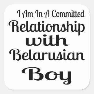 Sticker Carré Rapport avec le garçon biélorusse