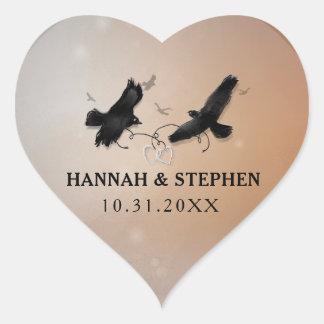 Sticker Cœur Halloween Ravens avec des coeurs épousant le coeur