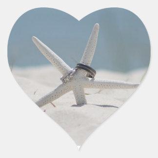 Sticker Cœur Mariage de plage d'étoiles de mer d'anneaux de