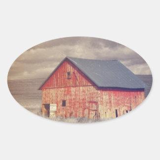 Sticker Ovale Grange en bois primitive de rouge de ferme de pays