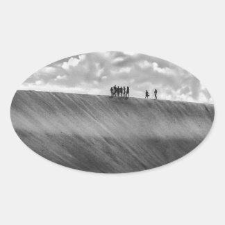 Sticker Ovale Les gens marchant chez Jericoacoara dunaire Brésil