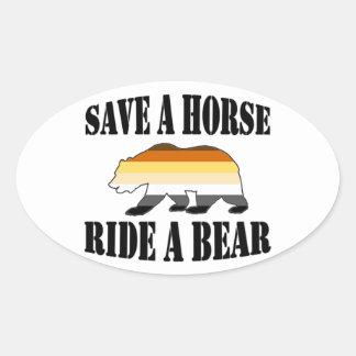 Sticker Ovale Ours gai du tour A de cheval des économies A de