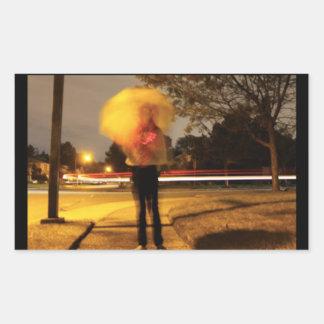 Sticker Rectangulaire La nuit de parapluie allume l'autocollant de