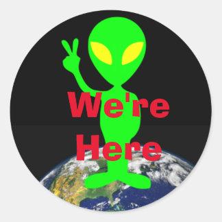 """Sticker Rond Alien de vert de chaux """"nous sommes ici"""""""