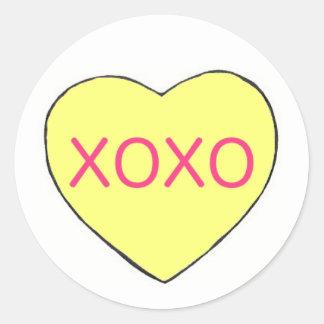 Sticker Rond Amour jaune de coeur de sucrerie de Saint-Valentin