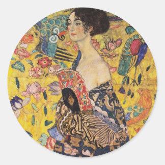 Sticker Rond Belle femme avec la fan par Klimt
