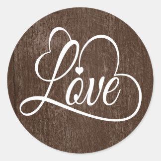 Sticker Rond Brown affligé et coeur blanc d'amour d'aquarelle
