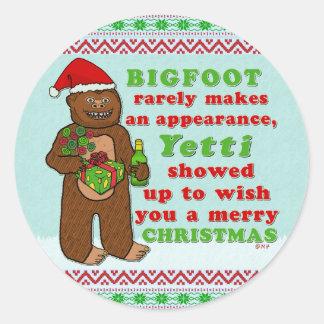 Sticker Rond Calembour drôle de Sasquatch de Joyeux Noël de