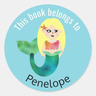 Sticker Rond Ce livre appartient à la sirène blonde d'aluminium