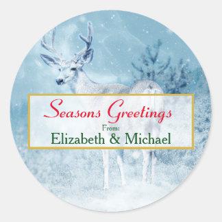 Sticker Rond Cerfs communs et pins d'hiver de Joyeuses Fêtes