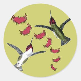 Sticker Rond Coeurs grunges d'oiseaux de ronflement avec des