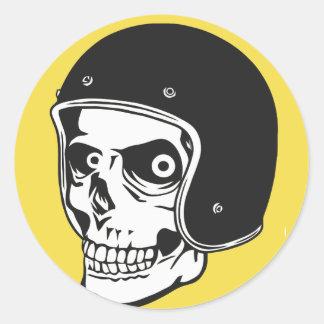 Sticker Rond Crâne avec le casque