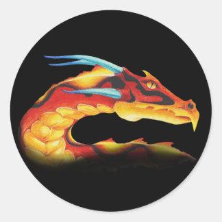Sticker Rond Dragon rouge courageux avec les klaxons bleus