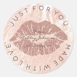 Sticker Rond Fait avec amour rougissent le rouge à lèvres s'est