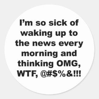 Sticker Rond Je suis si malade de se réveiller aux nouvelles