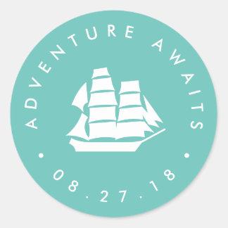 Sticker Rond L'aventure attend la turquoise de | et le bateau
