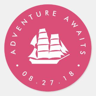 Sticker Rond L'aventure attend le fuchsia de | et le bateau de