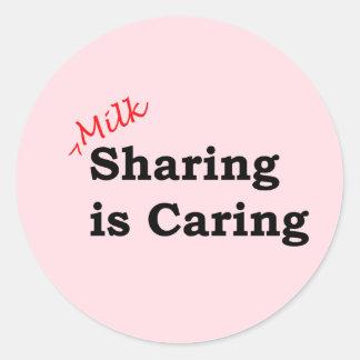 Sticker Rond Le partage de lait s'inquiète avec l'écriture