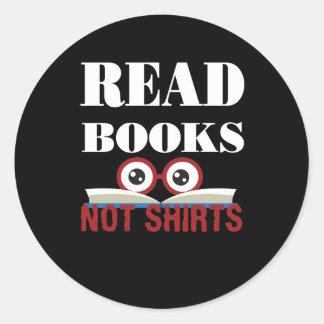 Sticker Rond Lisez les chemises de livres pas lisant l'amoureux