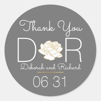 Sticker Rond merci. fleur rose. faveur grise de mariage