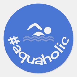 Sticker Rond Natation aquaholic de slogan d'amusement de