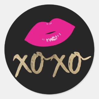 Sticker Rond Noir moderne de lèvres de roses indien de