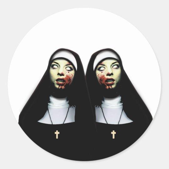 Sticker Rond Nonnes d'horreur