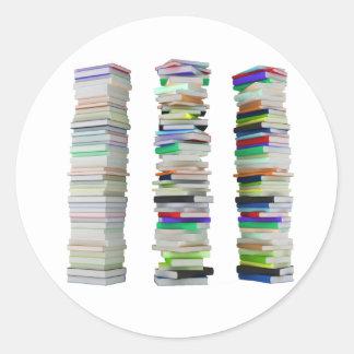 Sticker Rond Piles d'autocollants de livres