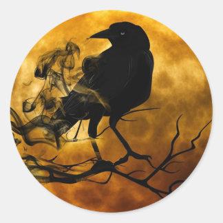 Sticker Rond Raven foncé magique sur l'autocollant de Halloween