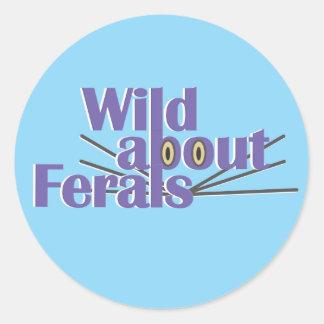 Sticker Rond Sauvage au sujet de Ferals - chats sauvages