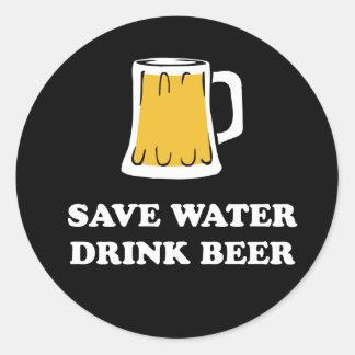 Sticker Rond Sauvez l'eau. Buvez de la bière