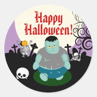 Sticker Rond Scène de zombi de Halloween de pleine lune de