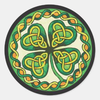Sticker Rond Shamrock irlandais dans les noeuds celtiques