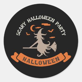 Sticker Rond Sorcière effrayante. Des bonbons ou un sort.