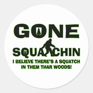Sticker Rond Squatchin allé Bigfoot en bois