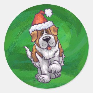 Sticker Rond St Bernard mignon dans le casquette de Père Noël