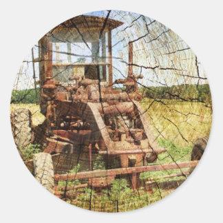 Sticker Rond Tracteur en bois primitif de construction de pays