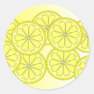 Sticker Rond Tranches d'agrume sur la couleur lumineuse de