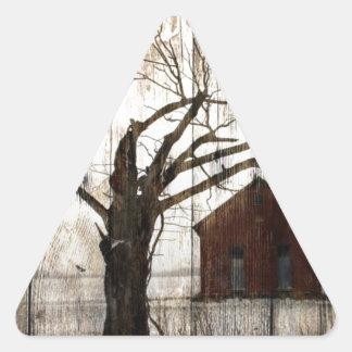 Sticker Triangulaire Grange primitive de rouge d'arbre d'hiver de fibre