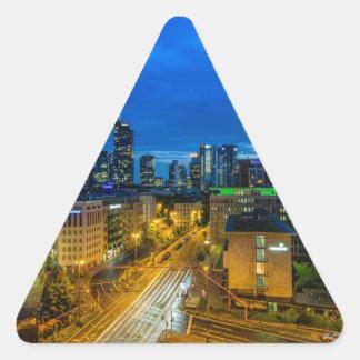 Sticker Triangulaire Horizon de Francfort au crépuscule