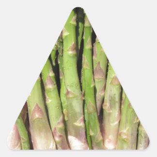 Sticker Triangulaire Main fraîche d'asperge sélectionnée du jardin