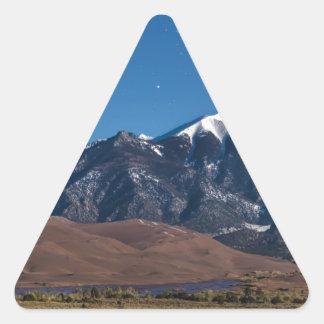 Sticker Triangulaire Nuit étoilée de dunes de sable du Colorado de Lit