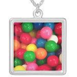 Sucrerie colorée de boule de gomme pendentif carré