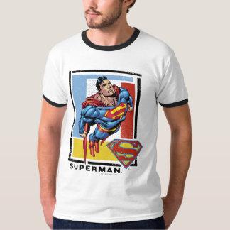 Superman avec l'arrière - plan coloré t-shirt