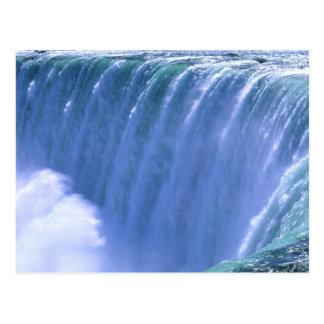 Sur le bord des chutes du Niagara puissantes, New Carte Postale